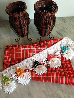DIY Santa Garland Crochet Free Pattern for 2015 Christmas - Christmas Decor, Bamboo Basket, Grid Bag