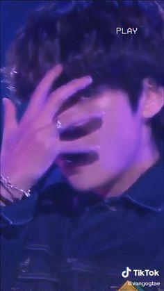 Taehyung Abs, Kim Taehyung Funny, Taekook, Bts Maknae Line, Bts Dancing, Jungkook Aesthetic, Bts Funny Videos, Bts Concert, Bts Playlist