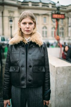 What's trending: women's street style for fall/winter 2017 Quoi Porter, Inspiration Mode, Minimal Fashion, Affordable Fashion, Passion For Fashion, Autumn Winter Fashion, Style Me, Women Wear, Vintage Fashion