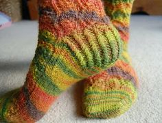 Watercress Leaves Socks - free pattern and tutorial based on the Watercress Leaves Pooling Stole on Ravelry by Gladys We
