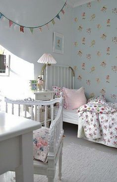 Fairy wallpaper in a girl's bedroom Girls Bedroom, Woman Bedroom, Bedroom Ideas, Bedroom Colors, Bedroom Decor, Shabby Chic Bedrooms, Trendy Bedroom, House Of Philia, Deco Kids