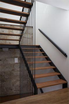 In Pátio Guesthouse, Porto | reabilitação Steel Stairs Design, Staircase Railing Design, Modern Stair Railing, Home Stairs Design, Modern Stairs, Country Backyards, Stair Walls, Apartment Floor Plans, Stair Decor