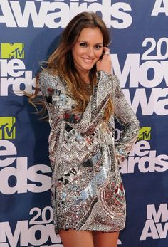Again, I love Leighton Meester's whole look! The ombre hair, glowing tanned skin, dark eyes, and super sparkley dress!