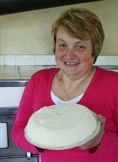 Stanislava Smolová s vlastnoručně vyrobeným sýrem Food Hacks, Panama Hat, Panama