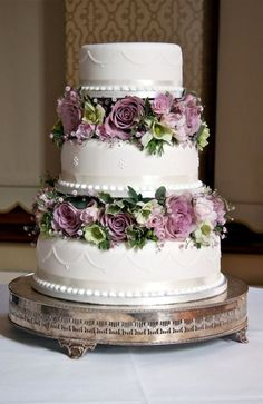 21-Wedding-Cakes-With-Flowers-Between-The-Tiers.jpg (415×640)