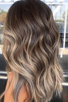 28 Latest Hair Color Trends for Winter 2019 28 Lat. 28 Latest Hair Color Trends for Winter 2019 28 Latest Hair Color Trends for Winter 2019 Balayage Hair Blonde, Brown Blonde Hair, Brown Hair With Highlights, Light Brown Hair, Brown Hair Colors, Trendy Hair Colors, Fall Balayage, Dark Hair, Bronde Balayage