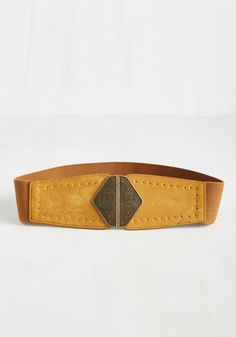You weren't going to brag and boast about this statement belt, but that doesn't mean you don't want to! Its elasticized band cinches in your outfit's waistline like a dream, while its faux-suede, butterscotch brown panels present the antiqued gold clasp to rule them all.