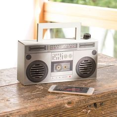 Zip up your tracksuit, assemble your crew and bust a move to some Run-D. blasting out of the DIY Wireless Boombox. This retro ghetto blaster is made Diy Gift Box, Diy Box, Unique Gadgets, Cool Gadgets, Diy Boombox, School Projects, Diy Projects, Michael Christmas, Bollywood Theme