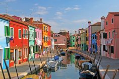 Island of Burano in Venice, Italy and its colorful houses Monk Build, Venice In A Day, Venice Tours, Places To Travel, Places To Go, Destinations, Italy Landscape, Island Tour, Amazing Sunsets