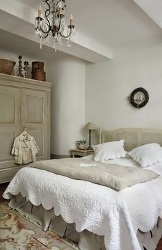 Beautiful bedroom - lovingly repinned by www.skipperwoodhome.co.uk