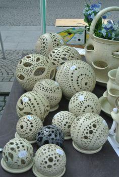 Hrnčířské trhy Beroun  |  KERAMICKÝ ATELIÉR, Marie Sokolová Ceramic Clay, Ceramic Pottery, Pottery Art, Hand Built Pottery, Hand Thrown Pottery, Ceramic Techniques, Pottery Techniques, Vase Crafts, Clay Crafts