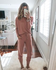 home and lounge inspo # lazy day Outfits Cute Lounge Outfits, Lazy Day Outfits, Outfits Casual, Cute Outfits, Fashion Outfits, Lazy Day Clothes, School Outfits, Casual Pants, Sporty Chic Outfits