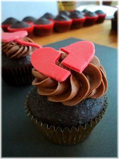 Broken Heart Farewell Parties, Heart Cupcakes, It Hurts Me, I Love Food, Broken Hearted, Yummy Food, Treats, Cookies, Baking