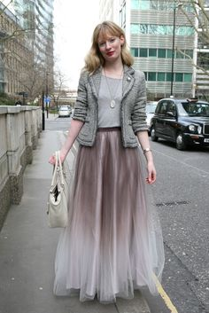 Ombre tulle skirt outside the London shows (Merry Brownfield for WWD) Modest Fashion, Hijab Fashion, Fashion News, Looks Street Style, Maxi Styles, School Fashion, Up Girl, Street Chic, London Fashion