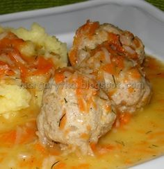 Gdy byłam dzieckiem to babcia bardzo często robiła takie delikatne pulpeciki z cielęcego mięsa, zanurzone w niezbyt gęstym sosie z marche...