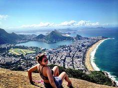 Morro Dois Irmãos é uma formação rochosa no alto do Vidigal no Rio de Janeiro. Seu topo com 533 metros de altitude é mais alto que o Pão de Açúcar (395 m). Depois de encarar 40 min de trilha tá aí a recompensa A @karinatarda e foi até lá curtir o visual e a natureza belíssima do lugar!! É importante ter cuidado pois muita gente já foi assaltada lá Compartilhe você também suas dicas e fotos usando a hashtag #blogmochilando Brazil Travel, Mount Rainier, Travel Inspiration, Places To Visit, Destinations, Around The Worlds, Mountains, Summer, Life