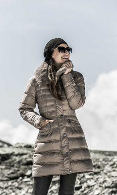 Zapraszamy do naszego sklepu - oferujemy eleganckie płaszcze i kurtki damskie. Znajdziesz u nas zarówno klasyczne płaszcze jak również nowoczesne kurtki damskie.