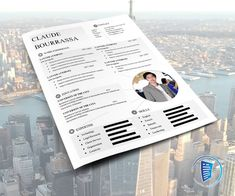 This genuine CV is modern and very nice to look at. It immidiately gives the impression to the recruiter that he have a nice candidate on hand. Cv Template, Resume Templates, Curriculum Vitae Resume, Marketing Jobs, Photo Location, Teamwork, Writing Tips, Presentation, Education