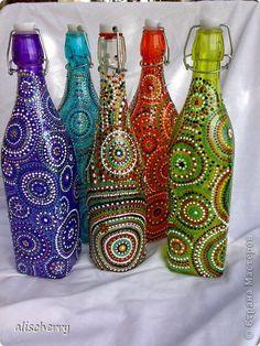 🎵Feliz☀día🎵 ☺ Painting Glass Jars, Painted Glass Bottles, Glass Bottle Crafts, Wine Bottle Art, Diy Bottle, Bottle Painting, Glass Art, Decorated Bottles, Diy Arts And Crafts