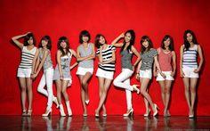 girls group posing