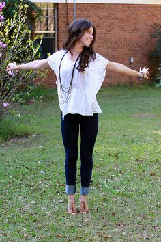 Flowy blouse, skinny jeans and sandals with a heel.