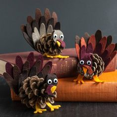 Is it too early to think about Thanksgiving? Do you love this pinecone turkey … - Crafts for Kids Cute Kids Crafts, Thanksgiving Crafts For Kids, Thanksgiving Decorations, Fall Crafts, Holiday Crafts, Arts And Crafts, Paper Crafts, Diy Crafts, Thanksgiving Cookies