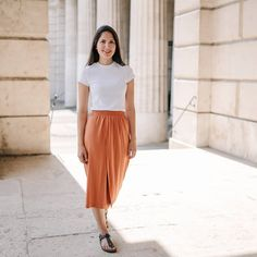 Walking into the weekend like Midi Skirt, Walking, Skirts, Pants, Instagram, Fashion, Trouser Pants, Moda, Skirt