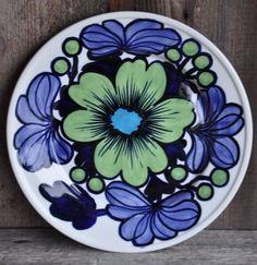 RARE Vtg Finland Arabia Serving plate 26 cm Artist handpaint Raija Uosikkinen  #ck