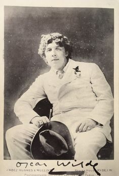 Oscar Wilde On the Isle of Wight, summer 1885 Oscar Wilde Quotes, Victorian London, History Images, Witty Quotes, Writers And Poets, Old Love, Playwright, Old Pictures, Historical Photos