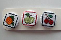 Chapas de punto de cruz - Familia de frutas pack número 1 #fruits #vegan #pinbackbutton