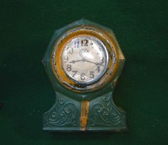 It is in good condition. Candy Containers, Glass Candy, Clock, Antiques, Kitchen, Vintage, Watch, Antiquities, Antique