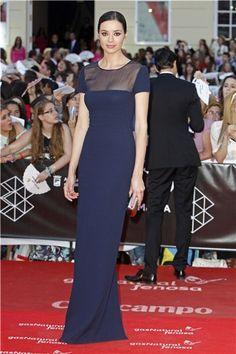 Festival de Cine de Malaga: Dafne Fernández con vestido azul marino de Oscar de la Renta.