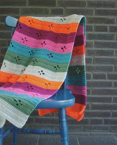 Crochet blanket, retro crochet blanket. Funky 50's blanket by Happy in Red. Looking for a fun crochet pattern for a crochet blanket? Try the Funky Fifties Blanket | Happy in Red