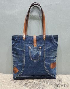 청바지리폼 UCLA자수 데님숄더백 : 네이버 블로그 Sacs Tote Bags, Denim Tote Bags, Denim Purse, Denim Jeans, Blue Jean Purses, Handbag Patterns, Boho Bags, Recycled Denim, Quilted Bag