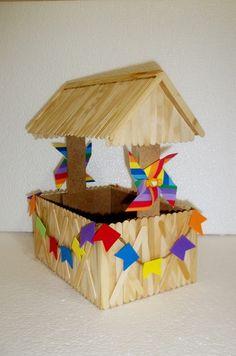 Topper para centro de mesa: Festa Junina Diy Popsicle Stick Crafts, Popsicle Sticks, School Projects, Projects To Try, Diy And Crafts, Crafts For Kids, Baby Boy Gifts, Christmas Gifts, Creative