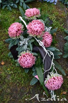 Funeral Flower Arrangements, Beautiful Flower Arrangements, Funeral Flowers, Beautiful Flowers, Wedding Flowers, Grave Decorations, Chrysanthemum, Ikebana, Flower Designs