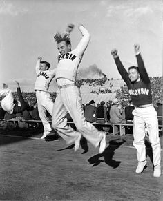 19 Spirited Vintage Photos of Cheerleaders in Action from between the 1930s and 1970s http://ift.tt/1IMxfk6