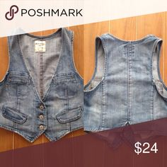 Old Navy jean vest Cheaper on Ⓜ️! Please ask how to find me! Worn once. Still in perfect condition. Old Navy Jackets & Coats Vests