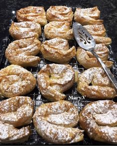 Pretzel Bites, Breakfast Ideas, French Toast, Deserts, Food And Drink, Bread, Morning Tea Ideas, Brot, Postres
