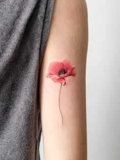 40 Cute Watercolor Tattoo Designs and Ideas For Temporary Use Niedliche-Aquarell-Tattoo-Designs-und- Poppy Flower Tattoo Small, Red Poppy Tattoo, Colorful Flower Tattoo, Poppy Tattoo Shoulder, Yellow Tattoo, Simple Flower Drawing, Realistic Flower Tattoo, Small Colorful Tattoos, Lily Flower Tattoos
