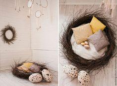 Купить или заказать Пасхальная фотозона в интернет-магазине на Ярмарке Мастеров. Пасхальная фотозона в стиле бохо. Натуральные материалы и естественные цвета. Разработана с нуля и изготовлена для оформления фотостудии в Москве. В фотозону входит: гигантское гнездо с мягким дном, подушки, гигантские яйца из пенопласта, подвесной модуль с кружевными ловцами для снов и перьями. Разработаем для Вашей фотостудии или мероприятия уникальный дизайн фотозоны и воплотим его в жизнь!