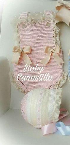 This Pin was discovered by Hav Preemie Crochet, Newborn Crochet, Knitting Patterns, Crochet Patterns, Baby Dress Patterns, Crochet Baby Clothes, Baby Costumes, Baby Sweaters, Baby Knitting