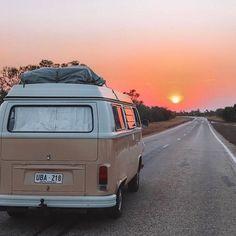 On the road again. sunset, adventure и road Kombi Motorhome, Campervan, Volkswagen Bus, Vw T1, Summer Aesthetic, Travel Aesthetic, Wolkswagen Van, Fotos Wallpaper, Combi Wv