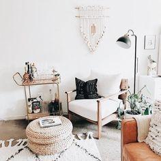 52 Stunning Boho Chic Living Room Decor Inspirations On A Budget - Decoralink Living Room Designs, Living Spaces, Living Area, Home Interior, Interior Design, Interior Modern, Boho Chic Living Room, Cozy Living, Bohemian Living