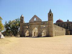 La Cuilapan es la mayor iglesia de Oaxaca. Fue constuido en quinientos antes de cristo. La iglesia fue construido en la parte superior de unas antiguas ruinas sitios. Es un lugar muy importante por turistas a visitan.