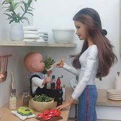 La imagen puede contener: una persona Barbie Life, Barbie House, Barbie World, Diy Dollhouse, Modern Dollhouse, Dollhouse Furniture, Twin Babies, Baby Twins, Barbie Family