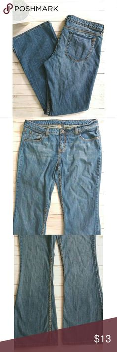 No Boundaries boot cut jeans. No Boundaries jeans in a medium wash.  They are a boot cut.  The denim is not very stretchy so these run a little smaller than a 17/18.  The brand is No Boundaries but I removed the tag because it felt scratchy.   Pet free smoke free home. No Boundaries Jeans Boot Cut