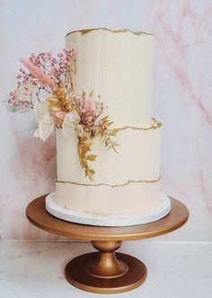 A perfect 2 tier buttercream design with dried flowers in gold and pink Engagement Cake Design, Engagement Cakes, Flower Cake Decorations, Wedding Decorations, Buttercream Designs, Metallic Wedding Cakes, Buttercream Wedding Cake, Cake Designs, Dried Flowers