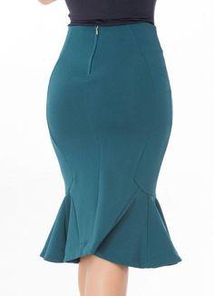 Saia Lisa Recortes e Babados Verde Skirt Outfits, Dress Skirt, African Print Skirt, Iranian Women Fashion, Latest African Fashion Dresses, Modest Dresses, Tie Dress, Classic Skirts, Frilly Skirt