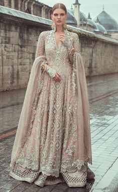 Samarkand Bridal Wear Collection 2018 by Sania Maskatiya Pakistani Bridal Dresses, Indian Dresses, Desi Wedding Dresses, Walima Dress, Bridal Outfits, Mode Style, Pretty Dresses, Indian Fashion, Beautiful Outfits